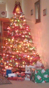 Christmastree-presents-Dec2014